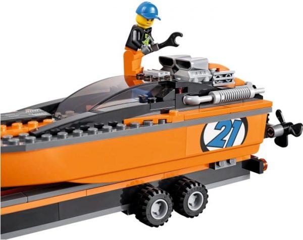 לגו - גי'פ עם סירת מנוע - 60085