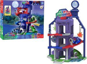 כוח פי ג'יי - חניון ענקי עם מכונית מתכת ודמות ילד חתול
