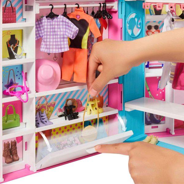 ברבי - חדר ארונות עם בובה ובגדים